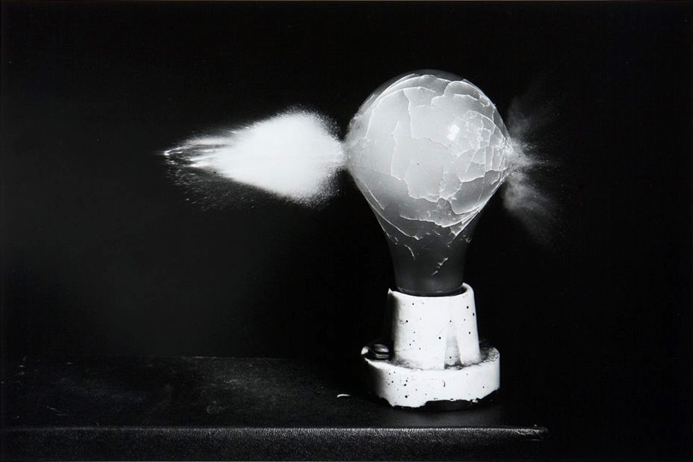 Harold_Edgerton_Death_of_a_Lightbulb_1936